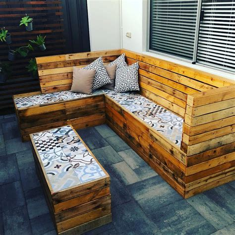 Indoor-Furniture-Made-Out-Of-Pallets