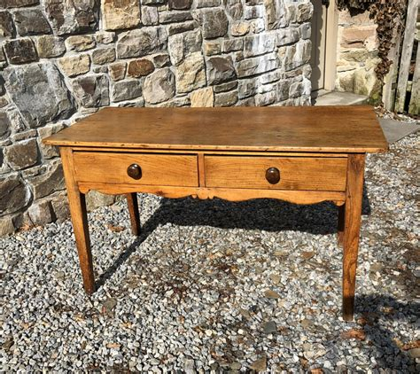 Irish-Farmhouse-Tables