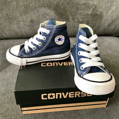 Kids Size 4 Converse Sneakers