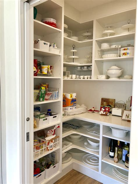 Kitchen-Plans-With-Pantry