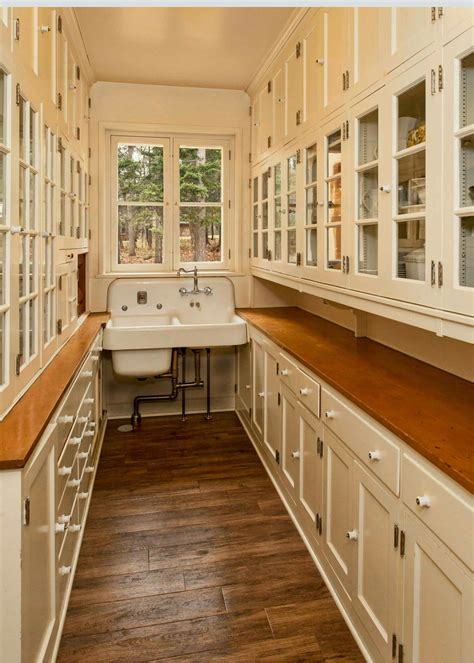 Kitchen-Plans-With-Walk-In-Pantry