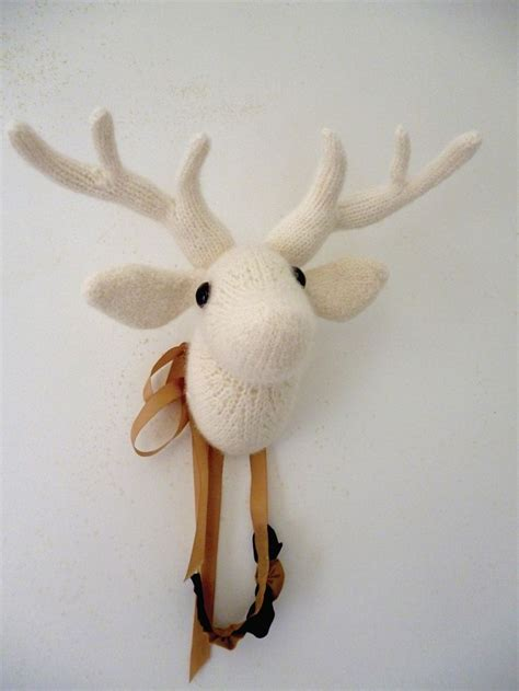 Knitted moose head pattern Image