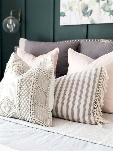 Layered-Farmhouse-Bedding