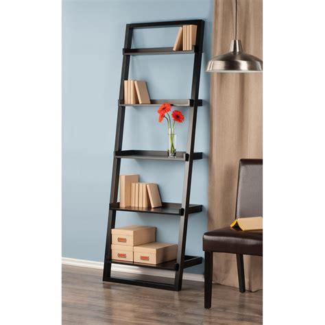 Leaning-Shelf-Canada