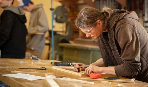 Learn-Woodworking-By-Hand