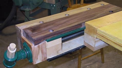 Lee-Valley-Woodworking-Bench-Vise