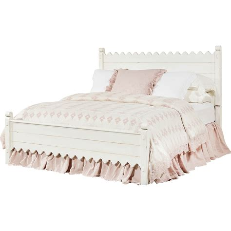 Magnolia-Farmhouse-Scalloped-Bed