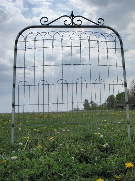 Make A Wire Garden Gate