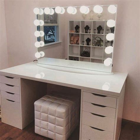 Makeup-Vanity-Table-With-Lighted-Mirror-Diy