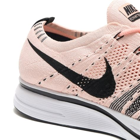 Men Flyknit Trainer (Sunset Tint/Black-White)