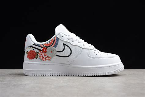 Men's Air Force 1 07 LNY QS, White/White-Habanero Red