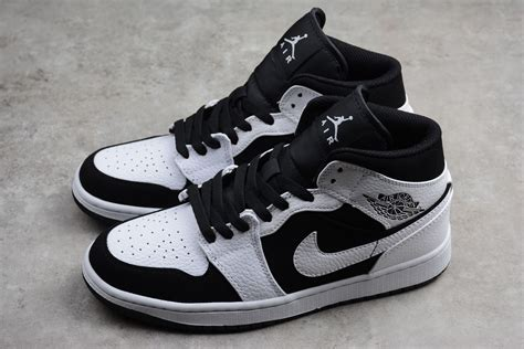 Men's Air Jordan 1 Retro Mid Basketball Shoe Black/White-Black Size 9.5