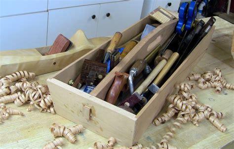 Minimalist-Hand-Tools-Woodworking