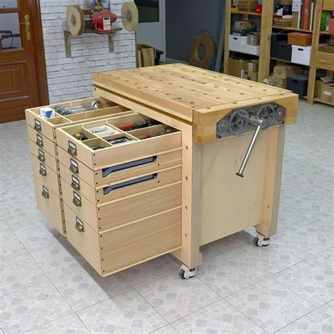 Mobile Tool Stand Woodworking Plans