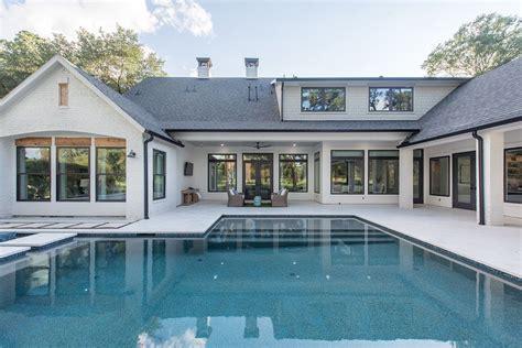 Modern-Farmhouse-Plans-With-Pool