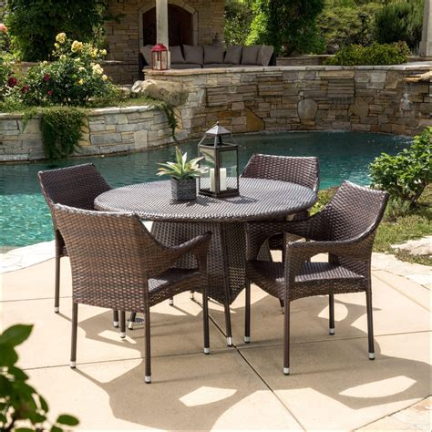 Modern-Patio-Furniture-For-Small-Spaces