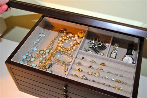 Monogrammed-Jewelry-Box-Diy