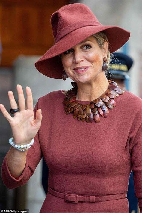 Netherlands Queen Fashion