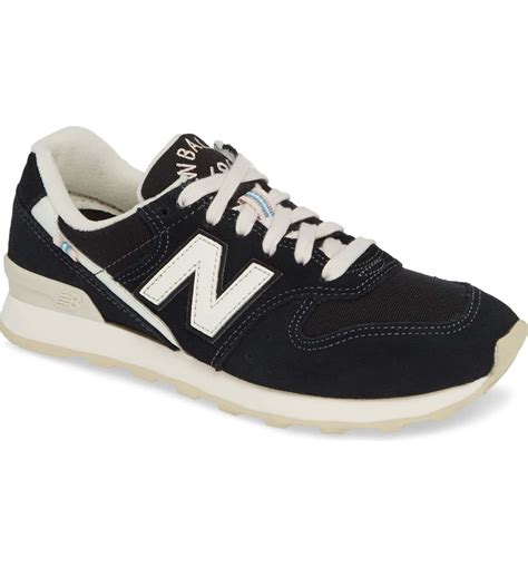 New Balance 696 Sneaker Powder