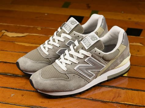New Balance Men's M996 Sneaker