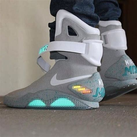Nike Air Mag Sneaker Buy