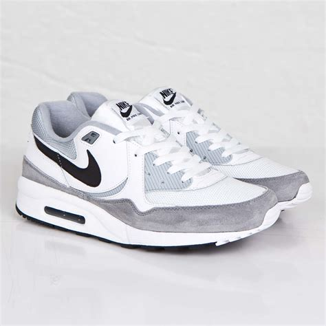 Nike Max Light Essential Sneaker