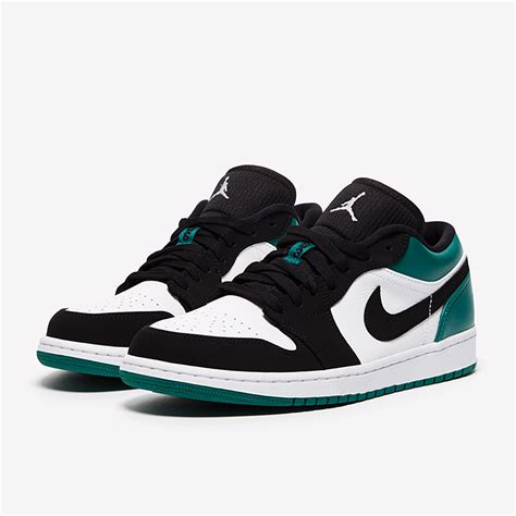 Nike Men's Air 1 Low Basketball Shoe