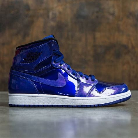 Nike Men's Air Jordan 1 Retro High Basketball Shoe Deep Royal/Black-White 12