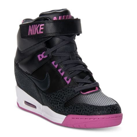 Nike Sneakers With A Wedge