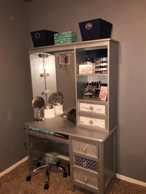 Old-Desk-To-Makeup-Vanity-Diy