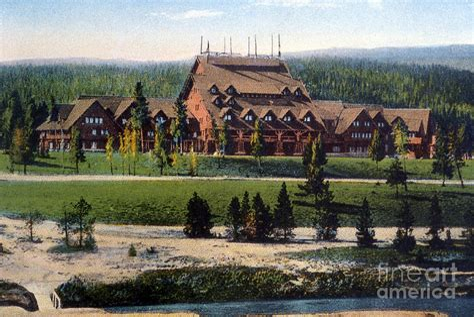 Old-Faithful-Inn-Woodworking