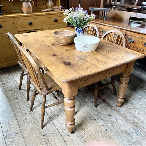 Old-Farmhouse-Style-Dining-Table