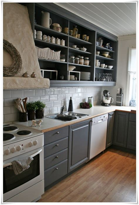 Open-Shelves-Between-Kitchen-Cabinets-Diy
