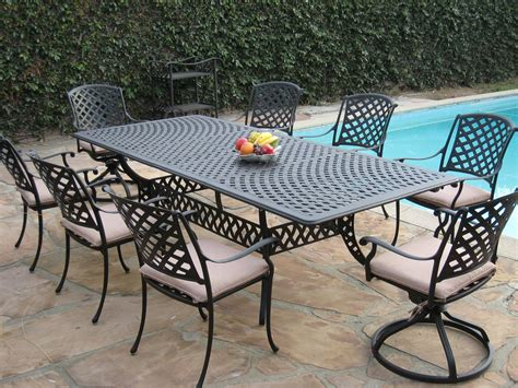 Outdoor Table And Chairs In Cast Aluminum