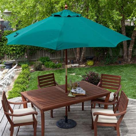 Outdoor-Farmhouse-Table-With-Umbrella-Plans