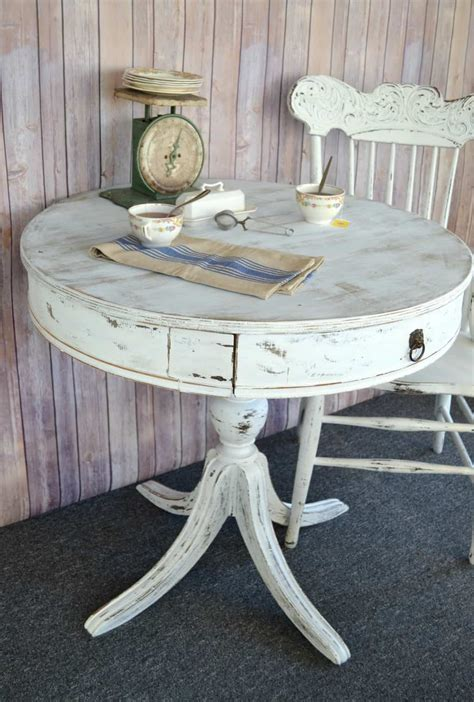 Paint-Round-Table-Diy