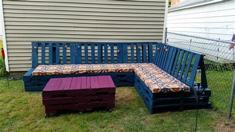 Pallet Outdoor Seating Diy