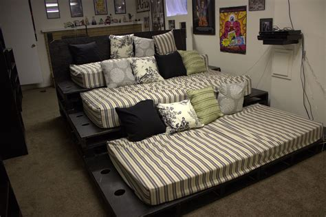 Pallet Theater Seating Diy
