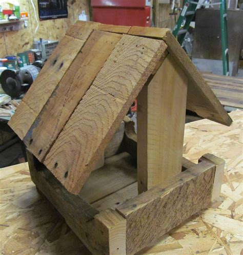 Pallet Wood Bird Feeder Plans