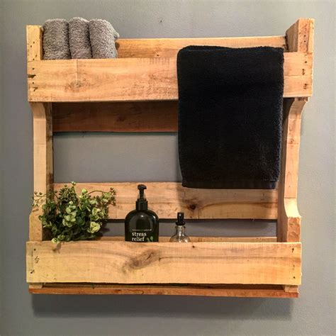 Pallet-Bathroom-Shelf-Plans