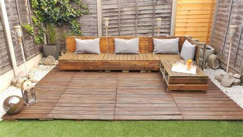 Pallet-Garden-Corner-Sofa