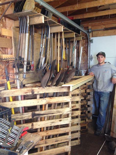 Pallet-Garden-Tool-Rack-Plans
