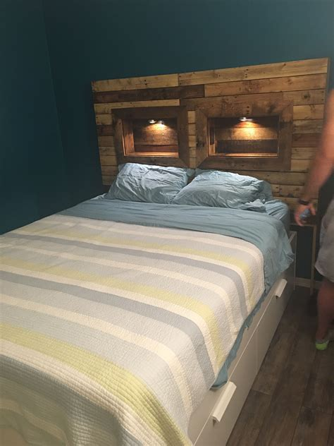 Pallet-Headboard-With-Lights-Plans