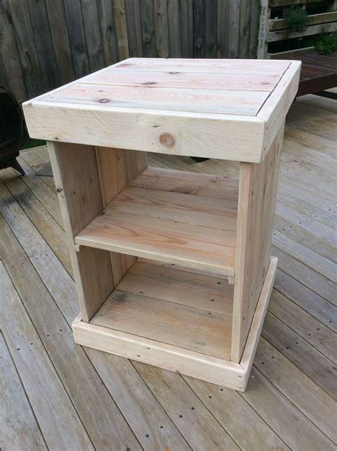 Pallet-Wood-Bedside-Table-Plans