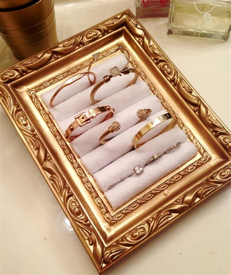 Picture-Frame-Jewelry-Holder-Diy