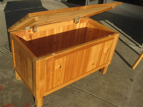 Pin-Furniture-Toy-Box