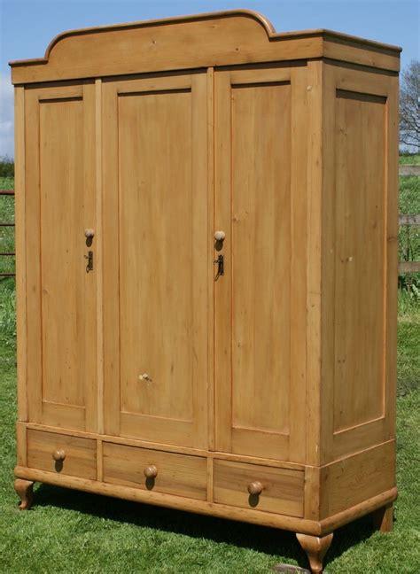 Pine-Armoire-Plans