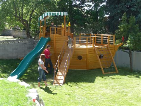 Pirate-Ship-Playset-Building-Plans
