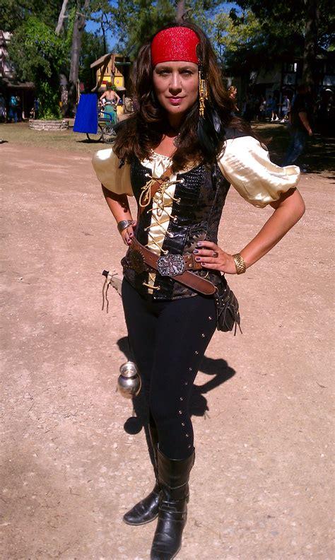 Pirate-Skirt-Diy