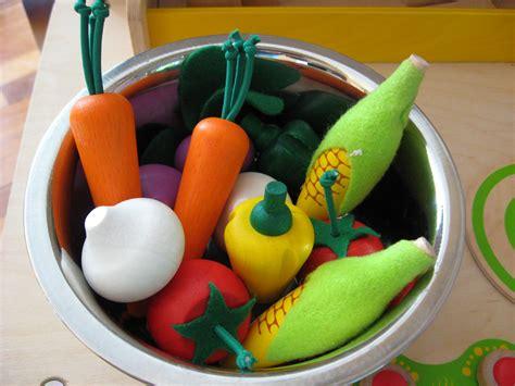 Plan-Toys-Play-Food